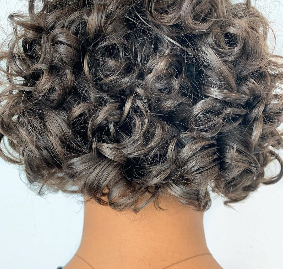 12 Stunning Curled Short Hairstyles to Try in Spring 12