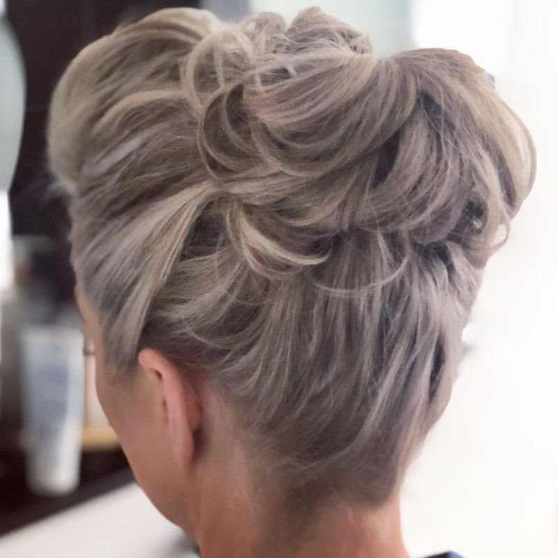 30 Trendy Short Updo Styles For Any Occasion