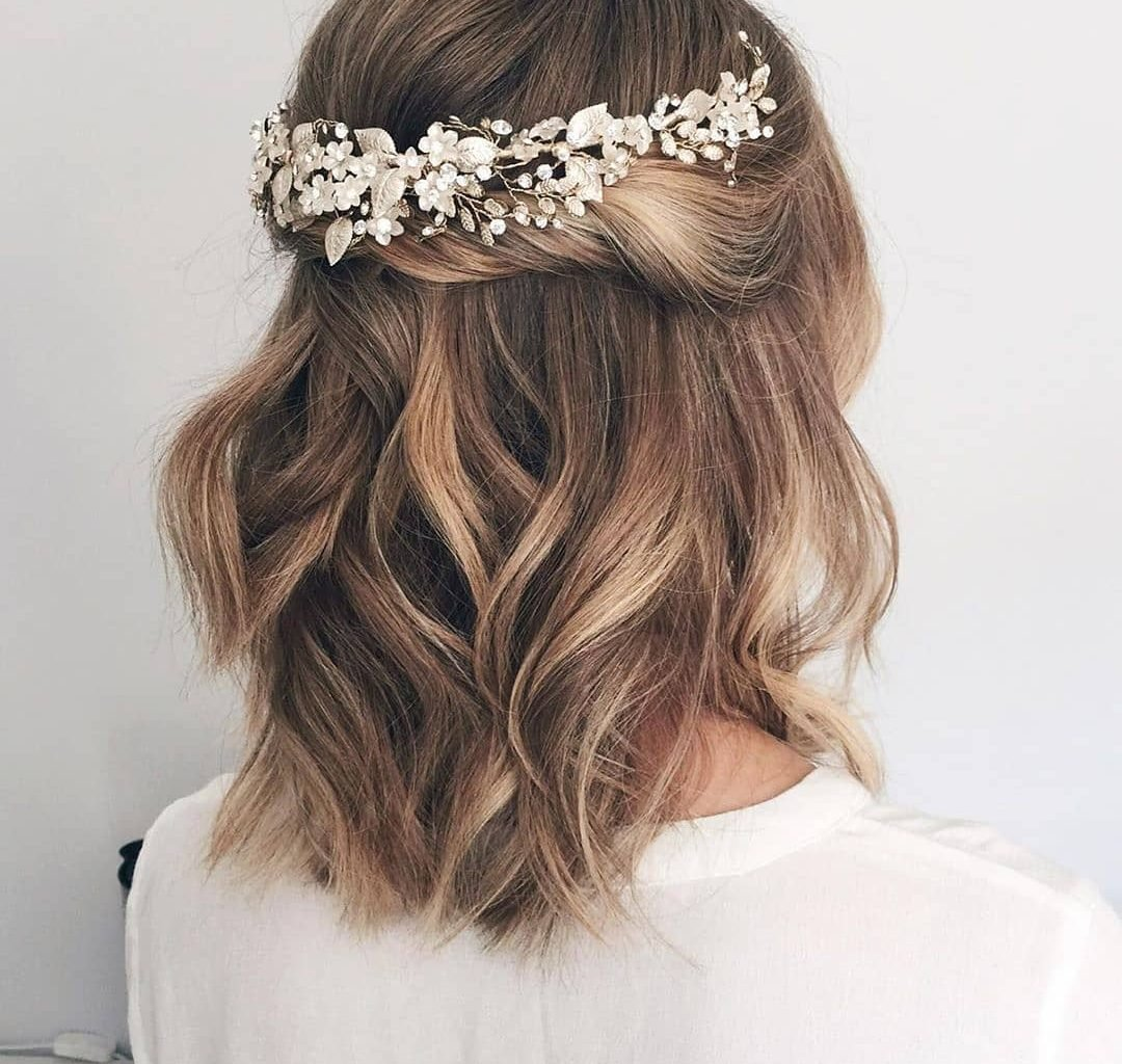 30 Low Key Short Wedding Hairstyles Of Summer 2020